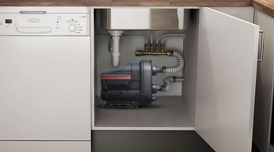 Насосная установка SCALA2, смонтированная под кухонной мойкой